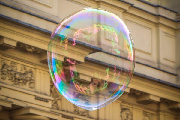 Riflessi in una bolla di sapone