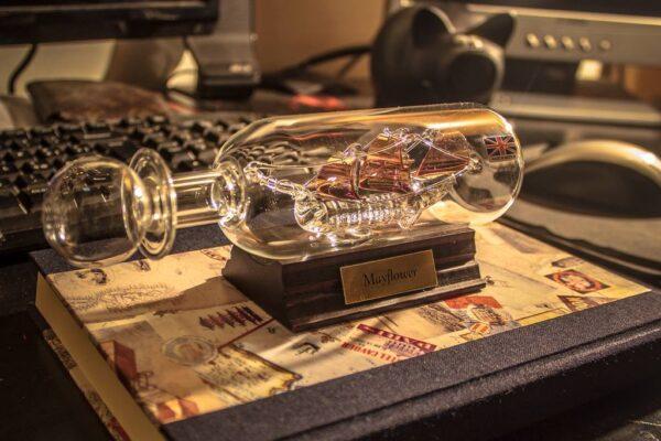 Mayflower nave in bottiglia vetro